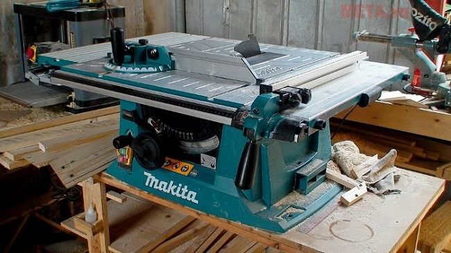 Máy cưa bàn Makita MLT100